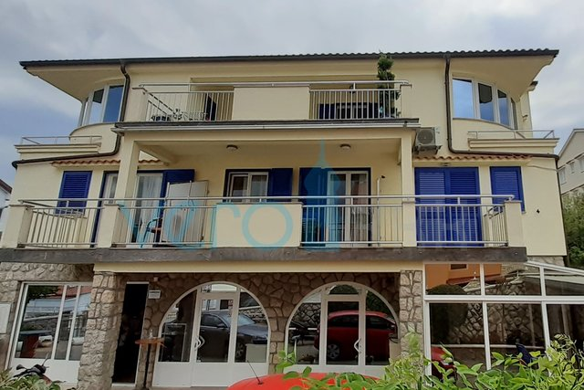 Island of Krk, Malinska, house with apartments and catering facility