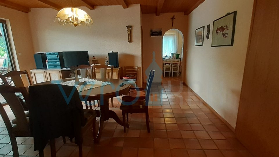 Uvala Soline, otok Krk, samostojeća kuća sa uređenom okućnicom
