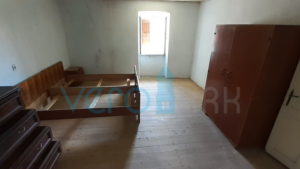 Krk town, surroundings, old house of 129m2 with a plot of 929m2