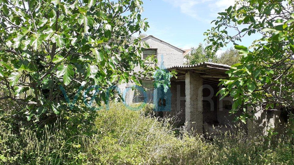 Krk Stadt, Umgebung, altes Haus von 129m2 mit einem Grundstück von 929m2