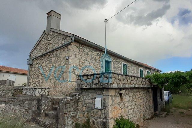 Malinska, okolica, renovirana kamena kuća sa okućnicom