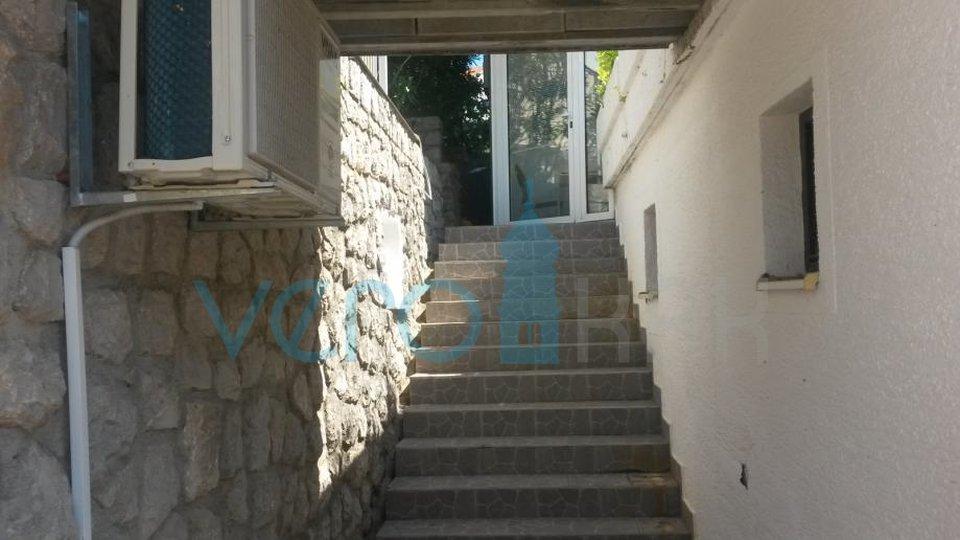Njivice, otok Krk, stan od 60m2 s terasom