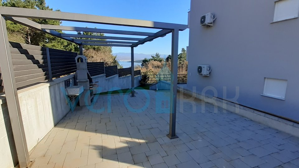 Island of Krk, Čižići, two bedroom apartment on the ground floor with sea view and garden