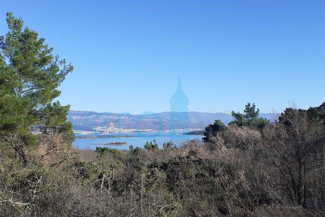 SNIŽENO! Otok Krk, Čižići, dvosoban apartman u prizemlju s pogledom na more i okućnicom