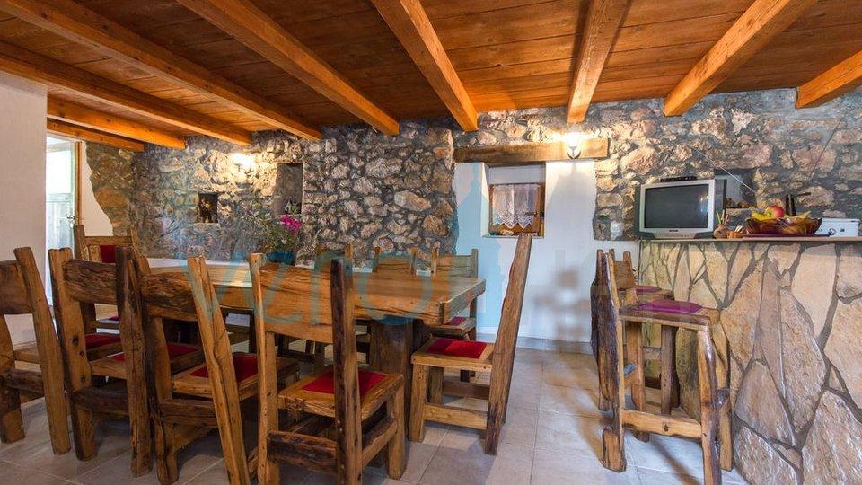 Otok Krk, šira okolica, obnovljena autohtona kamena kuća