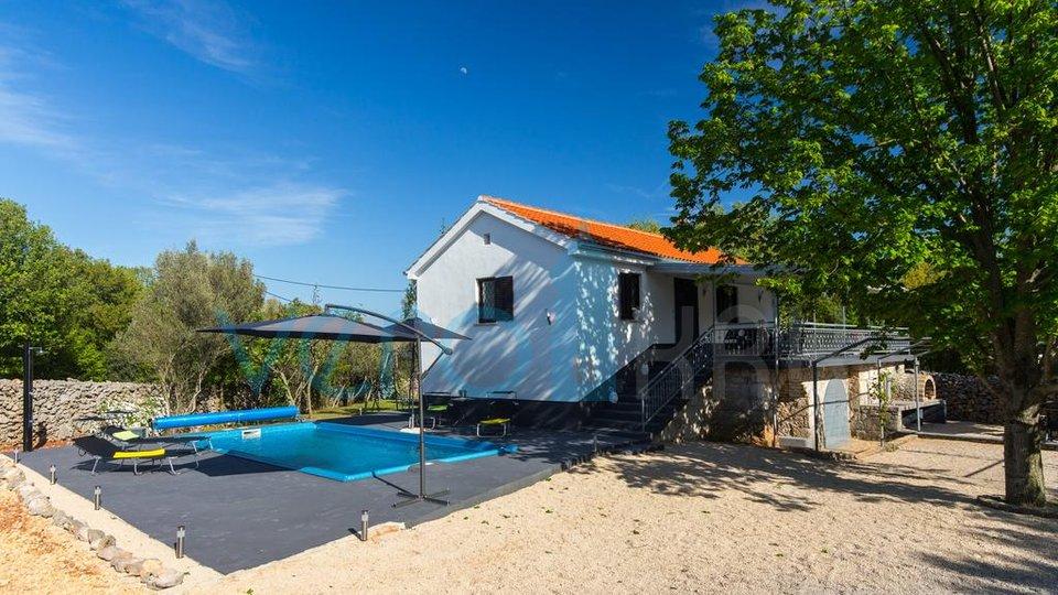 Insel Krk, Dobrinj, Oase des Friedens im Herzen der Natur! RENOVIERTE STEINVILLA MIT LUXUS-SCHWIMMBAD, JACUZZI UND SAUNA