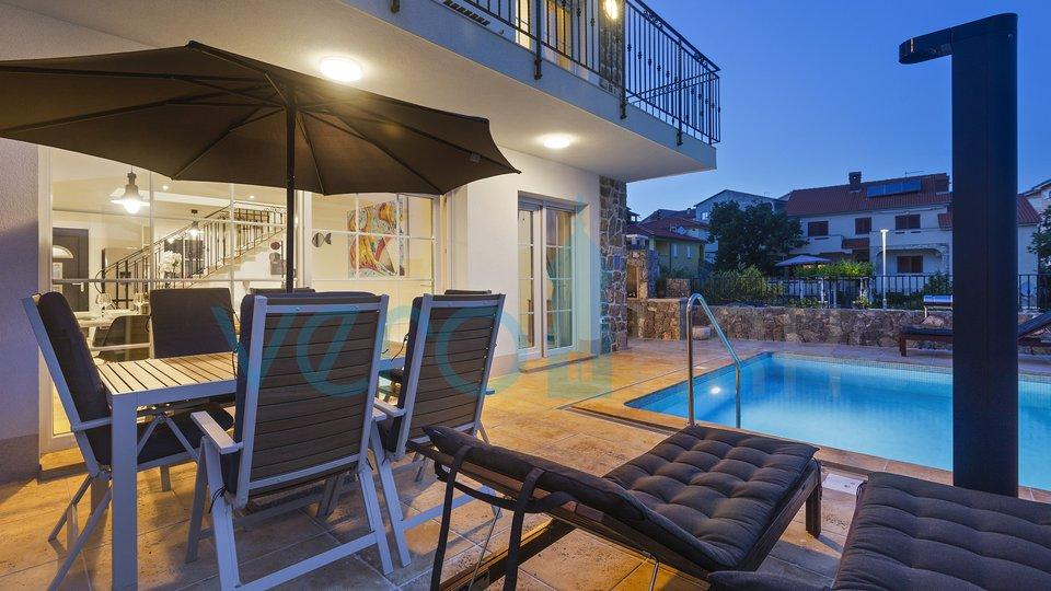 Grad Krk, bliža okolica, veličanstvene ville sa bazenom na odličnoj lokaciji