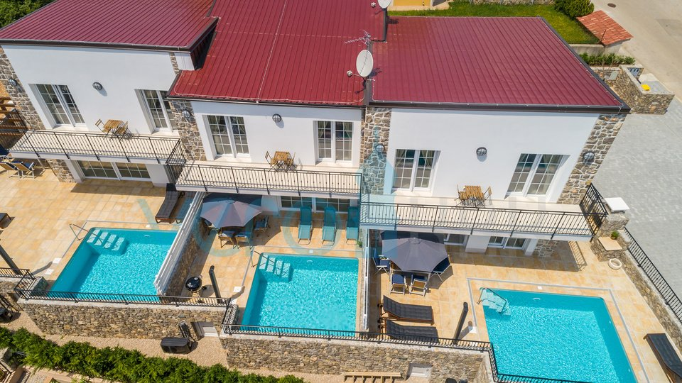Stadt Krk, Umgebung, prächtige Villen mit Pool in toller Lage