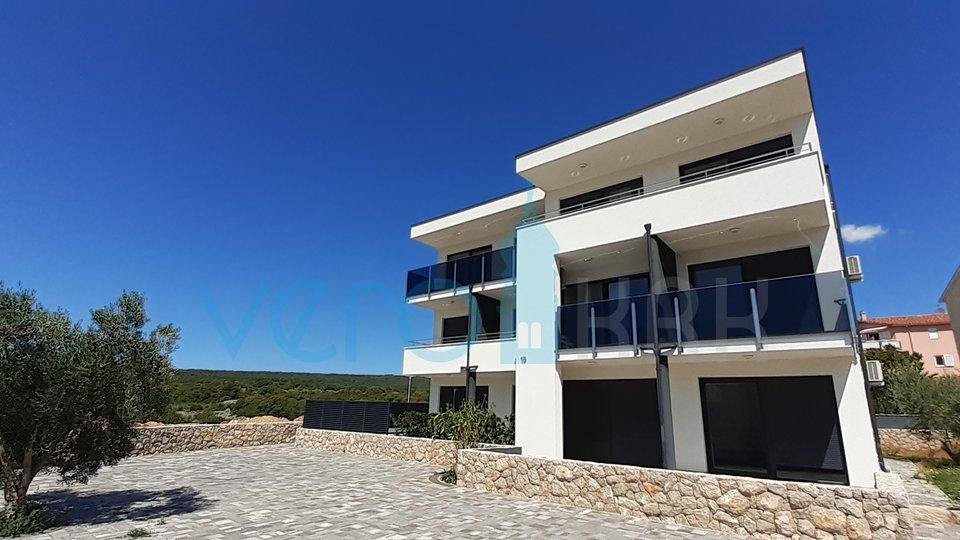Mesto Krk, moderno stanovanje 108m2 z vrtom 34m2