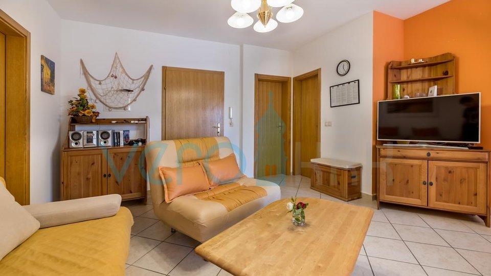 Baška, stan u prizemlju s okućnicom