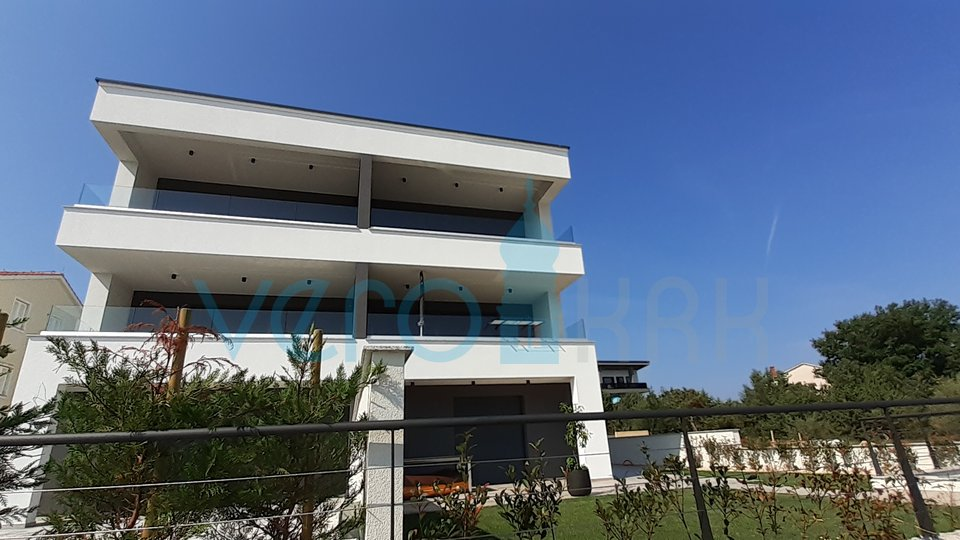 Malinska, wider surroundings, excellent apartment with a view and a garden 2 rows to the sea