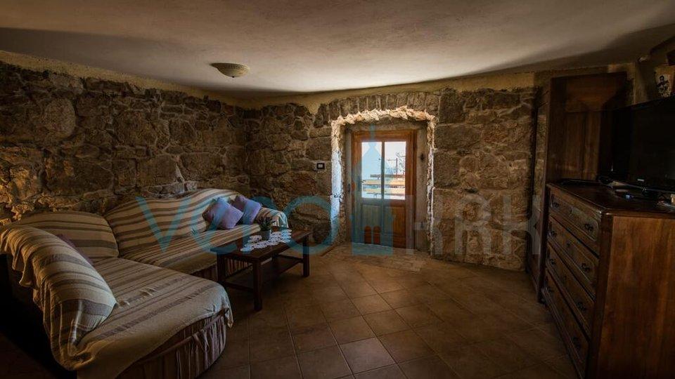 Vrbnik okolica, rijetkost na tržištu, autohtona kamena vikendica sa bazenom