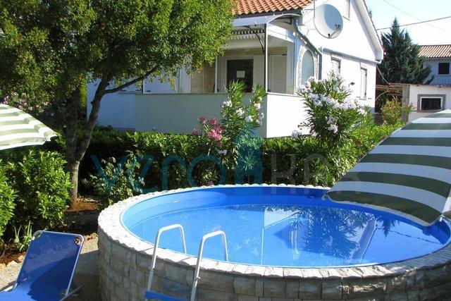 Otok Krk, okolica, lijepa kuća sa bazenom i uređenom okućnicom