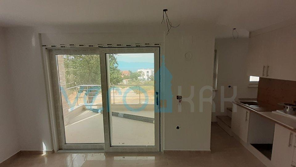Otok Krk, Njivice, dvosoban apartman u prizemlju s pogledom na more