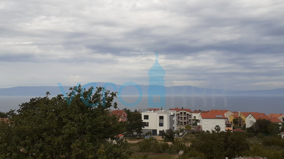 Otok Krk, Njivice, dvosoban apartman u potkrovlju s panoramskim pogledom na more