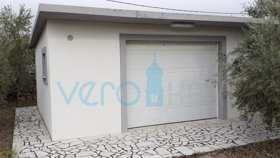 Otok Krk, Dobrinj, okolica, građevinsko zemljište od 1014m2 sa garažom