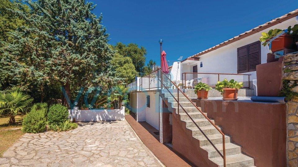 Šilo, otok Krk, okolica, dvojna kuća sa 3 apartmana i pogledom na more