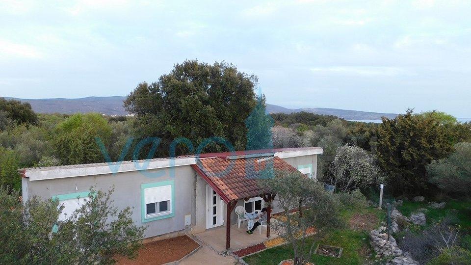 Otok Krk, Grad Krk, samostojeća kućica sa velikom okućnicom blizu mora