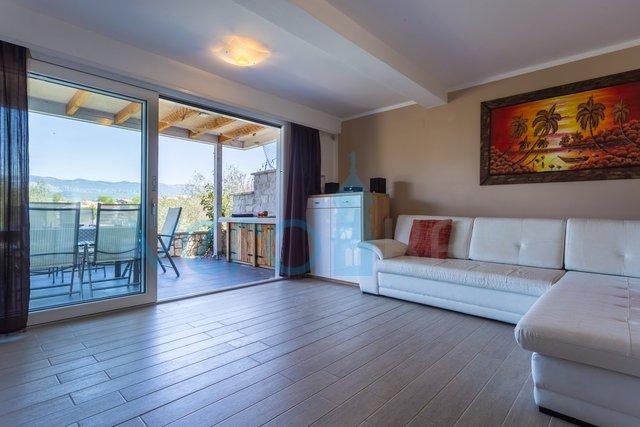 Klimno, isola di Krk, moderno appartamento con due camere da letto al piano terra, prima fila al mare
