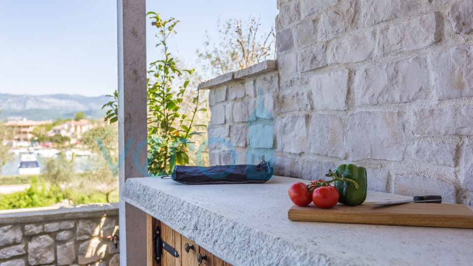 Klimno, island of Krk, modern two bedroom apartment on the ground floor, 1st row to the sea