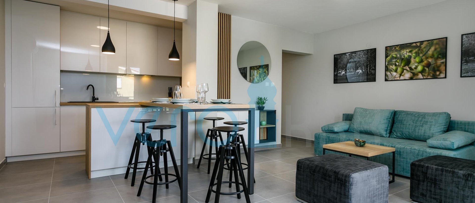 Klimno, otok Krk, kvalitetno namješten dvosobni stan na katu s pogledom na more