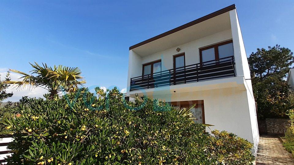 Punat, otok Krk, samostojeća kuća sa okućnicom, blizu mora