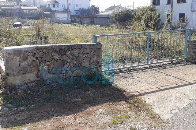 Mesto Krk, širša okolica, zazidljivo zemljišče velikosti 1077m2