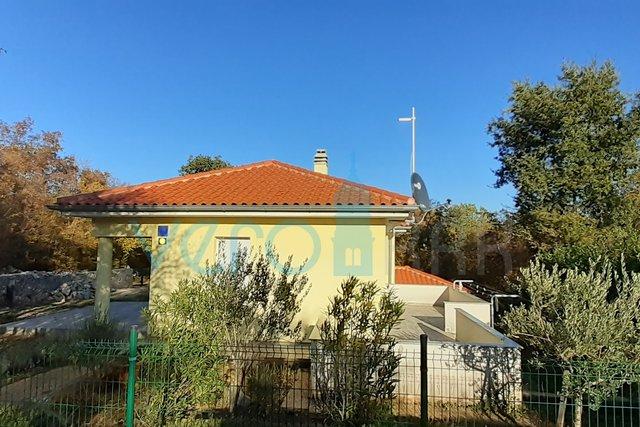 Otok Krk, Dobrinj, okolica, samostojeća kuća sa dva stana