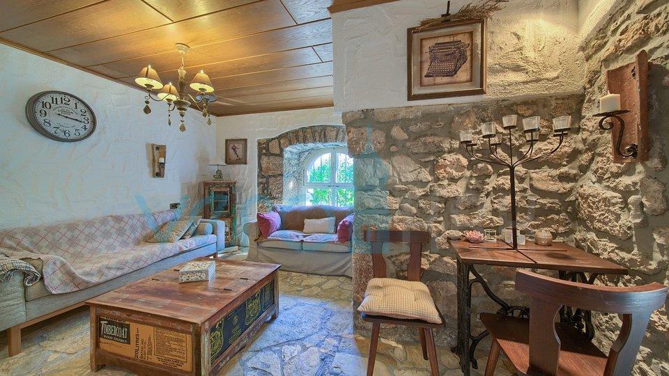 Otok Krk, okolica Vrbnika, kamena vila