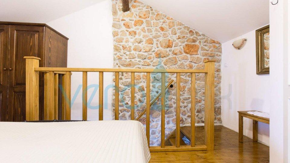 Isola di Krk, Vrbnik, casa romantica con vista sulla città vecchia