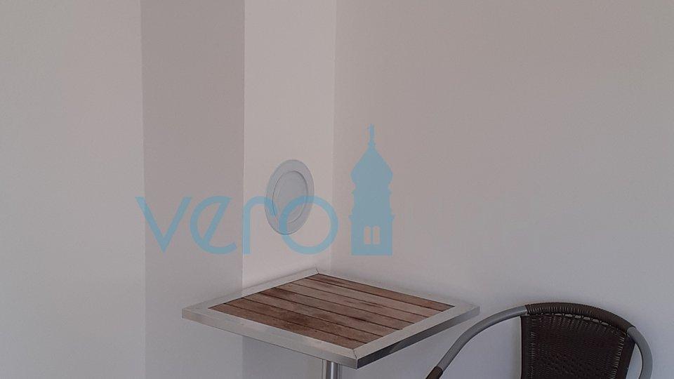 Čižići, otok Krk, četverosobni stan na katu s djelomičnim pogledom na more i okućnicom
