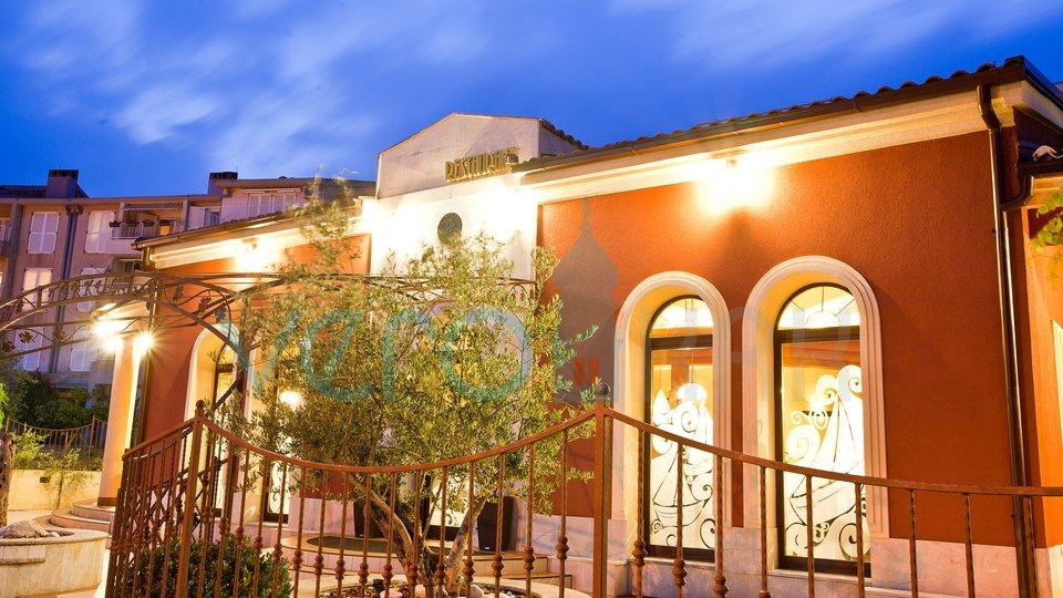 Die Stadt Krk, ein Restaurant in ausgezeichneter und geschäftiger Lage