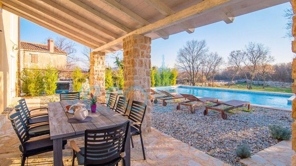 Vrbnik, okolica, kuća sa bazenom i velikom okućnicom