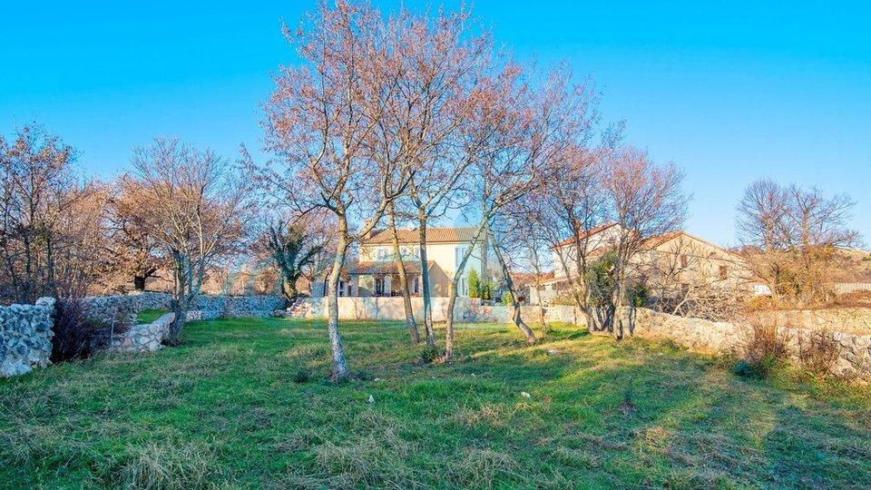 Vrbnik, okolica, hiša z bazenom in velikim vrtom