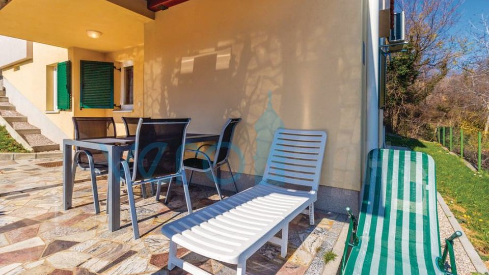 Otok Krk, Čižići, udoban apartman u prizemlju sa okućnicom