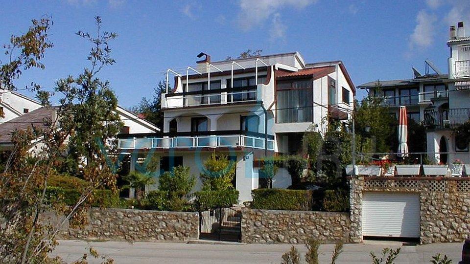 Malinska, samostojeća kuća sa pogledom na more i okućnicom