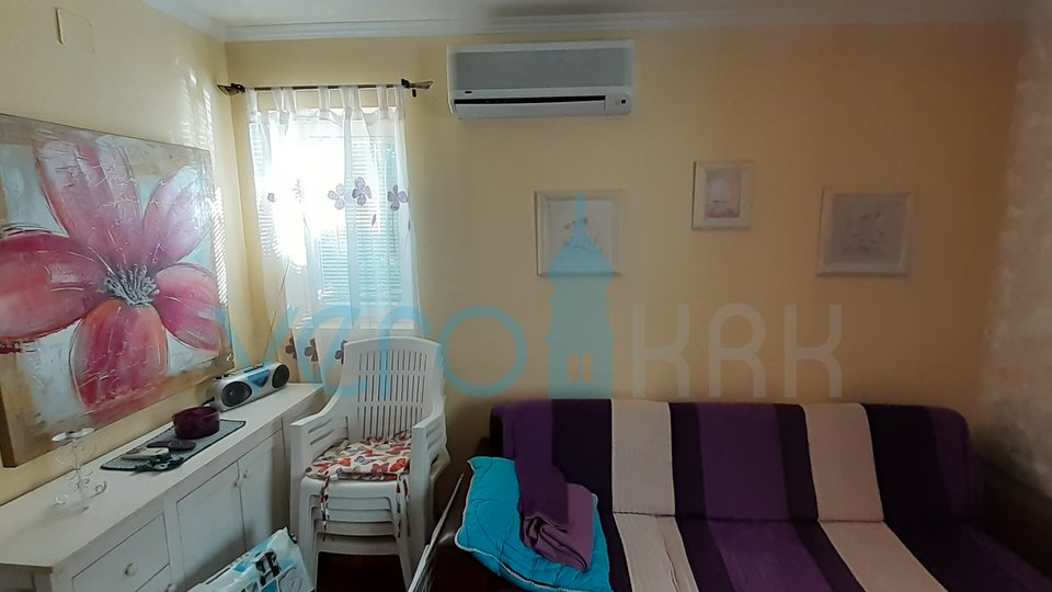 Island Krk, Baska, ground floor apartment with garden