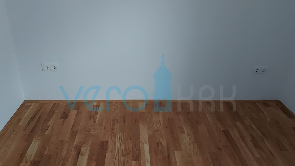 Malinska, stan na drugome katu sa galerijom i pogledom na more