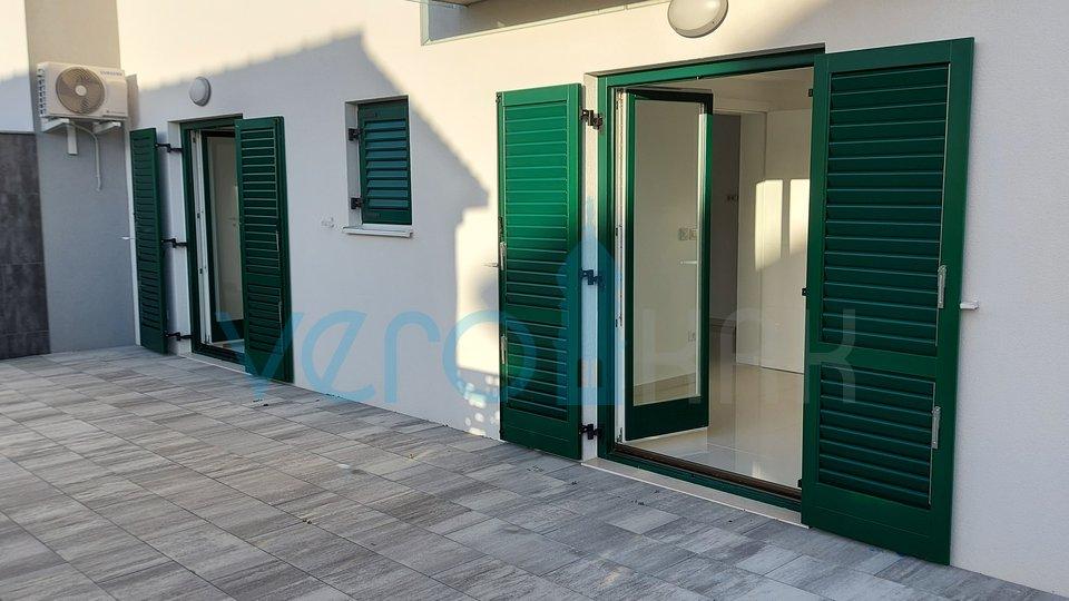 Otok Krk, Malinska, dva moderna apartmaja na odlični lokaciji s pogledom na morje
