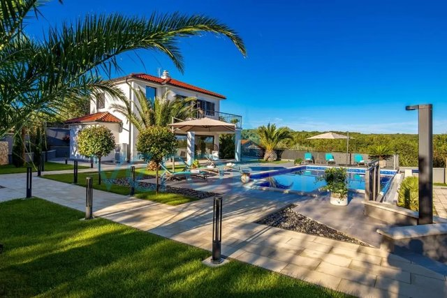 Otok Krk, Dobrinj, okolica, samostojeća kuća sa bazenom i prekrasnim pogledom na more