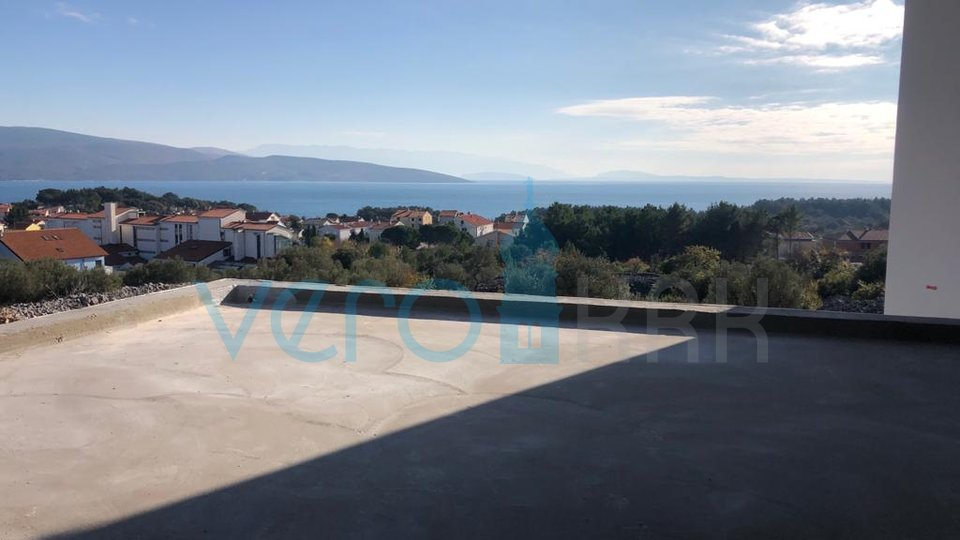 City of Krk, elegant two bedroom apartment with garden and pool