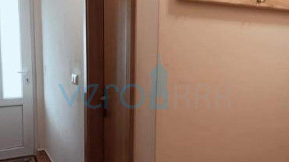 La città di Krk, appartamento con due camere da letto al secondo piano con galleria e giardino