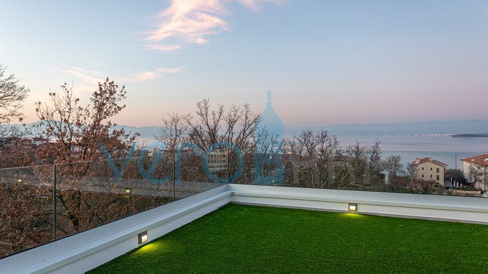 Malinska, otok Krk, ekskluzivni apartman na drugome katu sa krovnom terasom i panoramskim pogledom na more