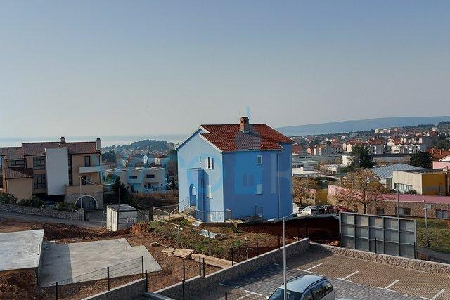 Grad Krk, novogradnja, prekrasan dvosobni stan na 1. katu sa pogledom na more