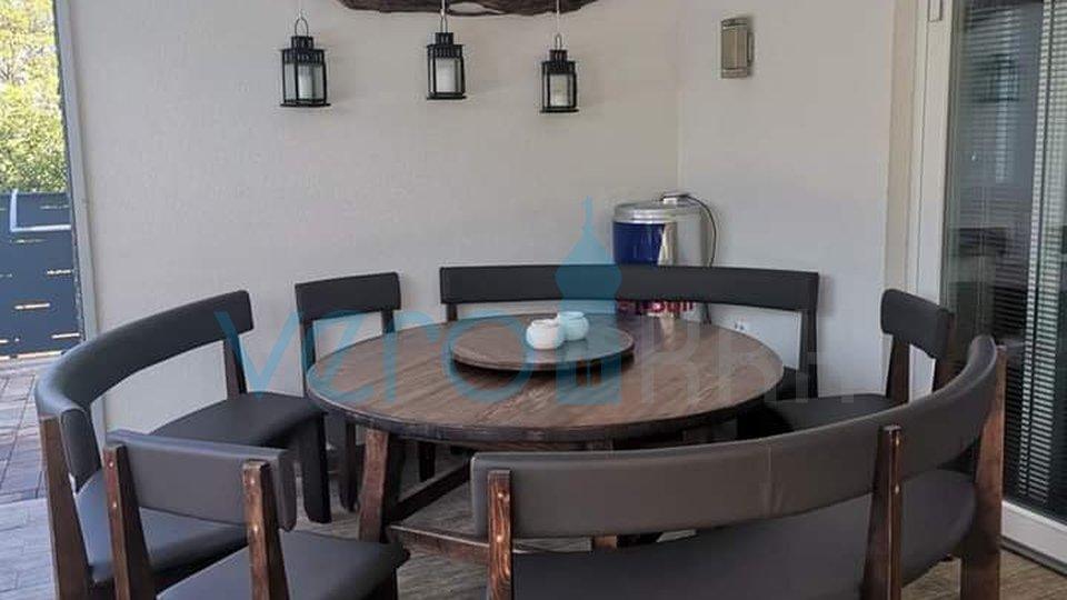 Malinska, new house near the center with pool, garden and sea view