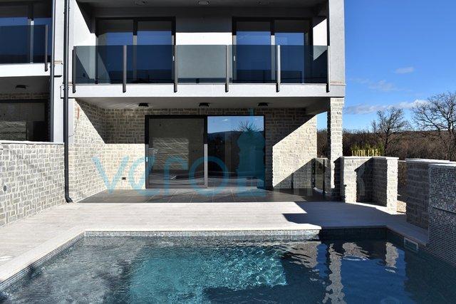 Krk, okolica, Šotovento, moderna dvojček hiša s pogledom na bazen in morje