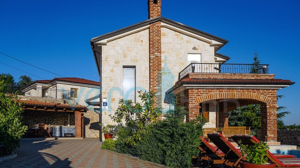Grad Krk, Šotovento, prekrasna kamena vila sa bazenom i pogledom na more