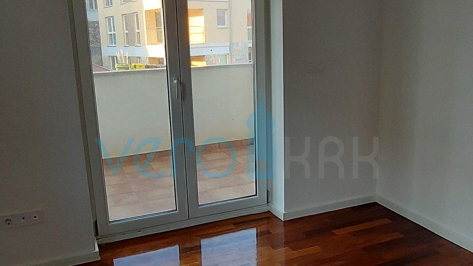 Čižići, otok Krk, dvosoban apartman na prvome katu sa dvije terase